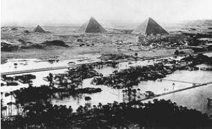 Великие пирамиды. Разлив Нила [Фотография XIX в.]