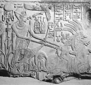 Фараон Аменхотеп III на колеснице [Рельеф XIV в. до н. э.]