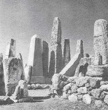 Камни в Храме обелисков в Библосе